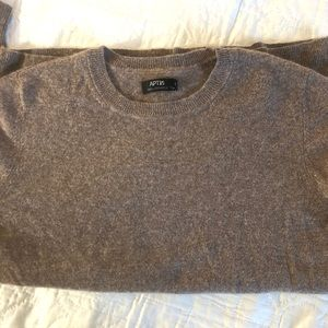 Light brown cashmere crewneck long-sleeve sweater